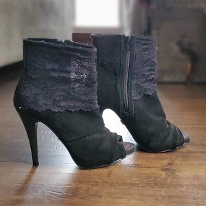 Fergie All Black Lustin Boots/Booties ⭐